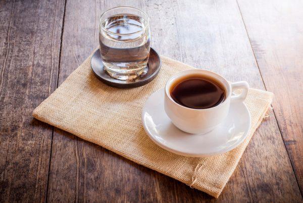 agua osmosis en el café
